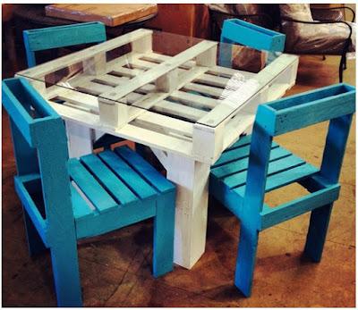 como hacer una mesa con palets y vidrio, como hacer sillas con palets