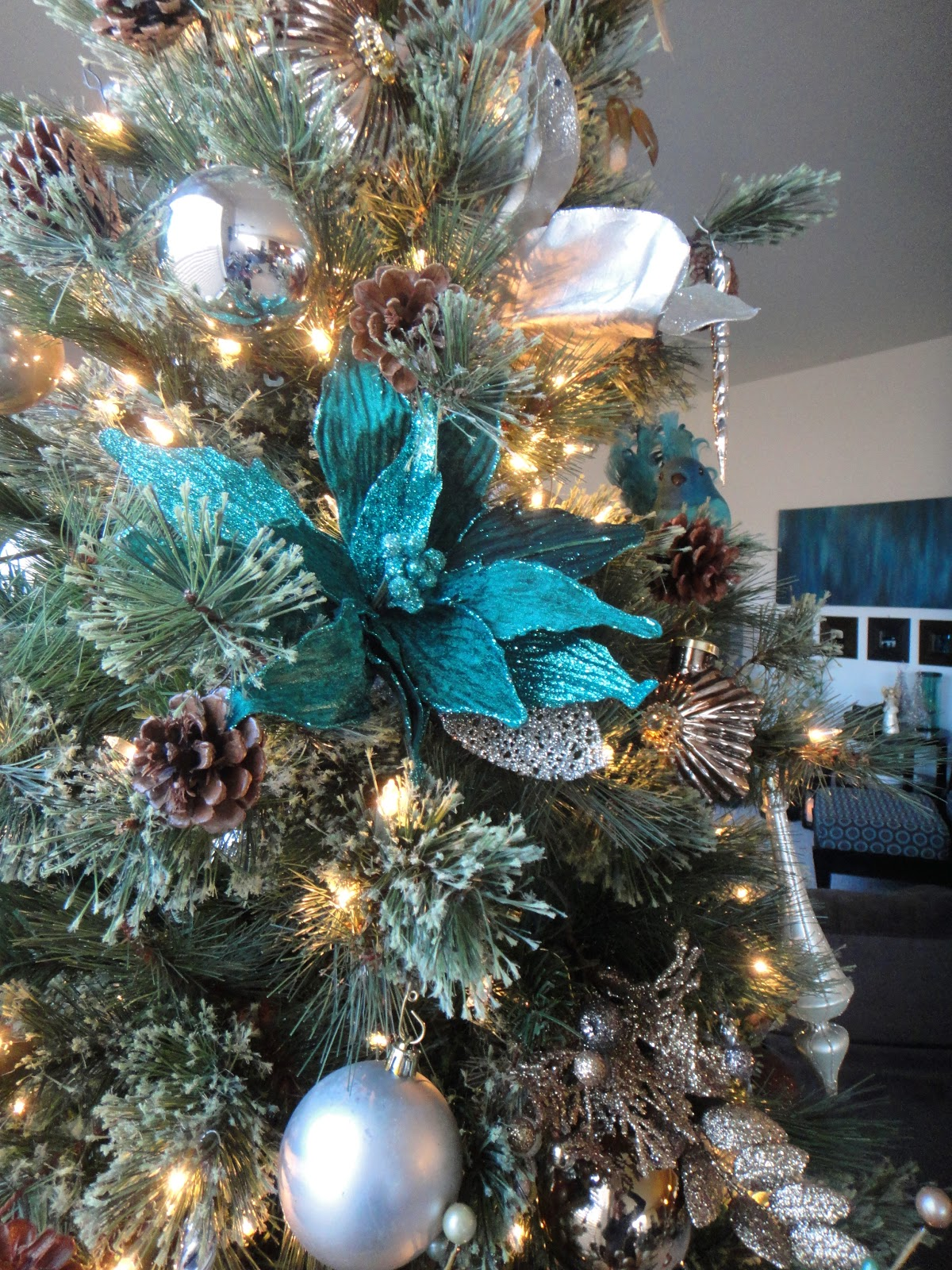 Worth Pinning Sparkling Holiday Decor