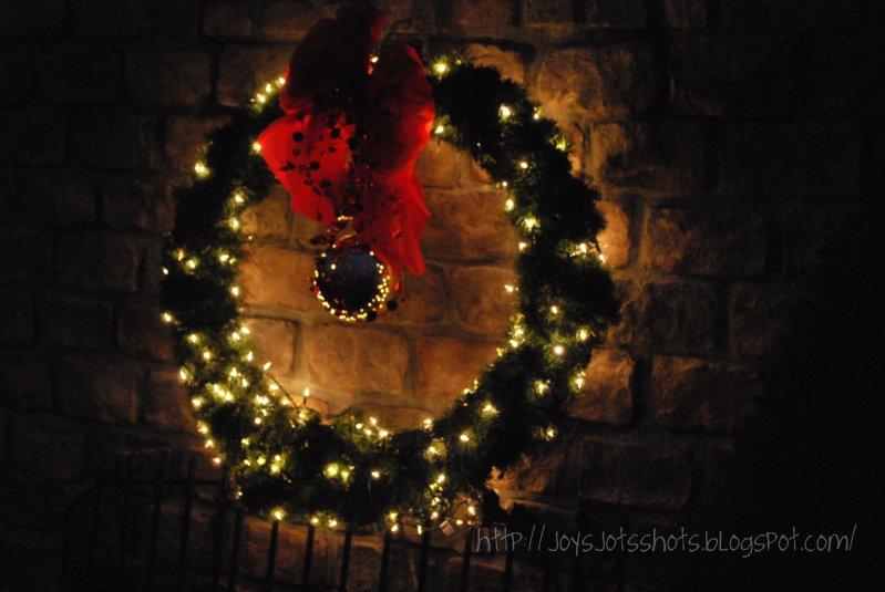 http://joysjotsshots.blogspot.com/2011/12/drain-pipe-wreath.html
