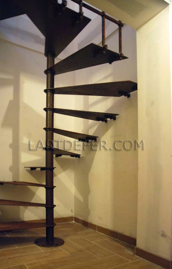 l 39 art de fer escalier en colima on. Black Bedroom Furniture Sets. Home Design Ideas