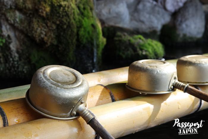 Fontaine de purification, sanctuaire d'Umi Jigoku, Beppu, Oita