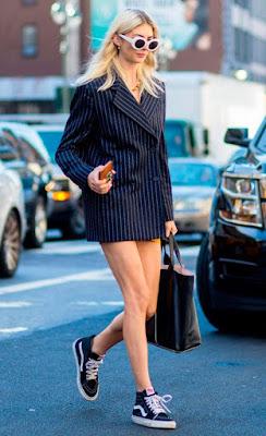 Look blazer oversized e tênis