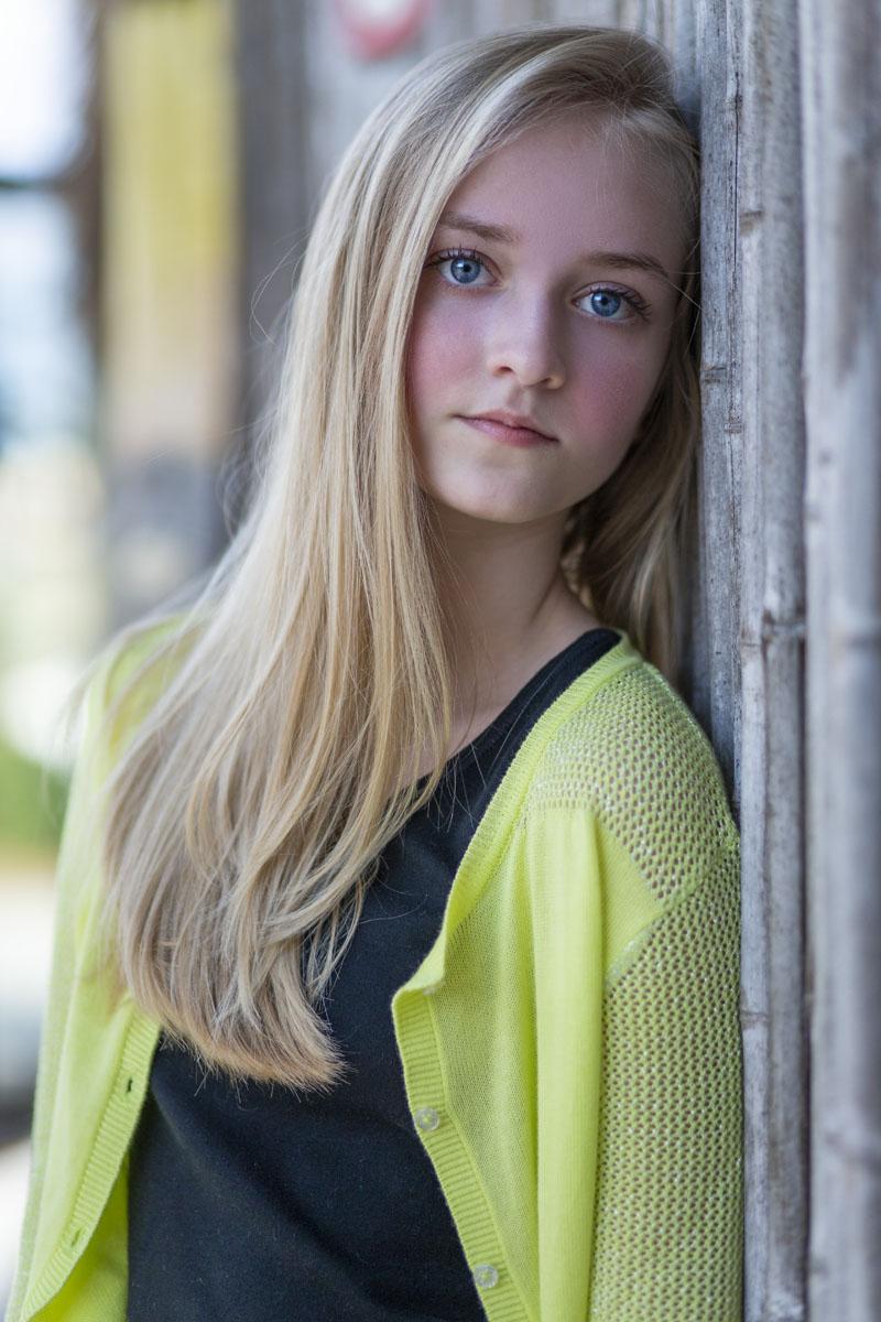 beautful girl model wearing Graffiti Gloss neon yellow cardigan
