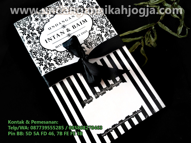 Undangan pernikahan simple black hardcover