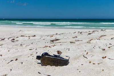Encontrada mensagem em garrafa mais antiga do mundo.