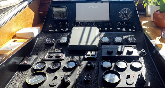 Photo of the instrument panel with the new depth sounder/ log top left