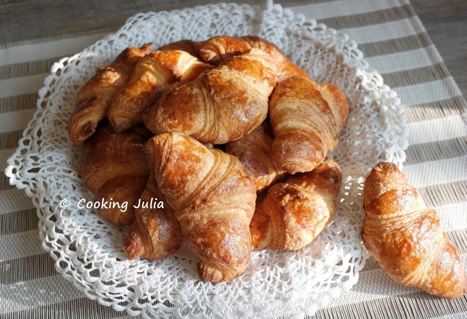 cooking julia croissants en p te couque. Black Bedroom Furniture Sets. Home Design Ideas
