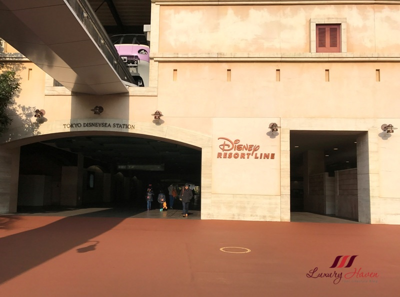 getting to disneysea via tokyo disney resort line