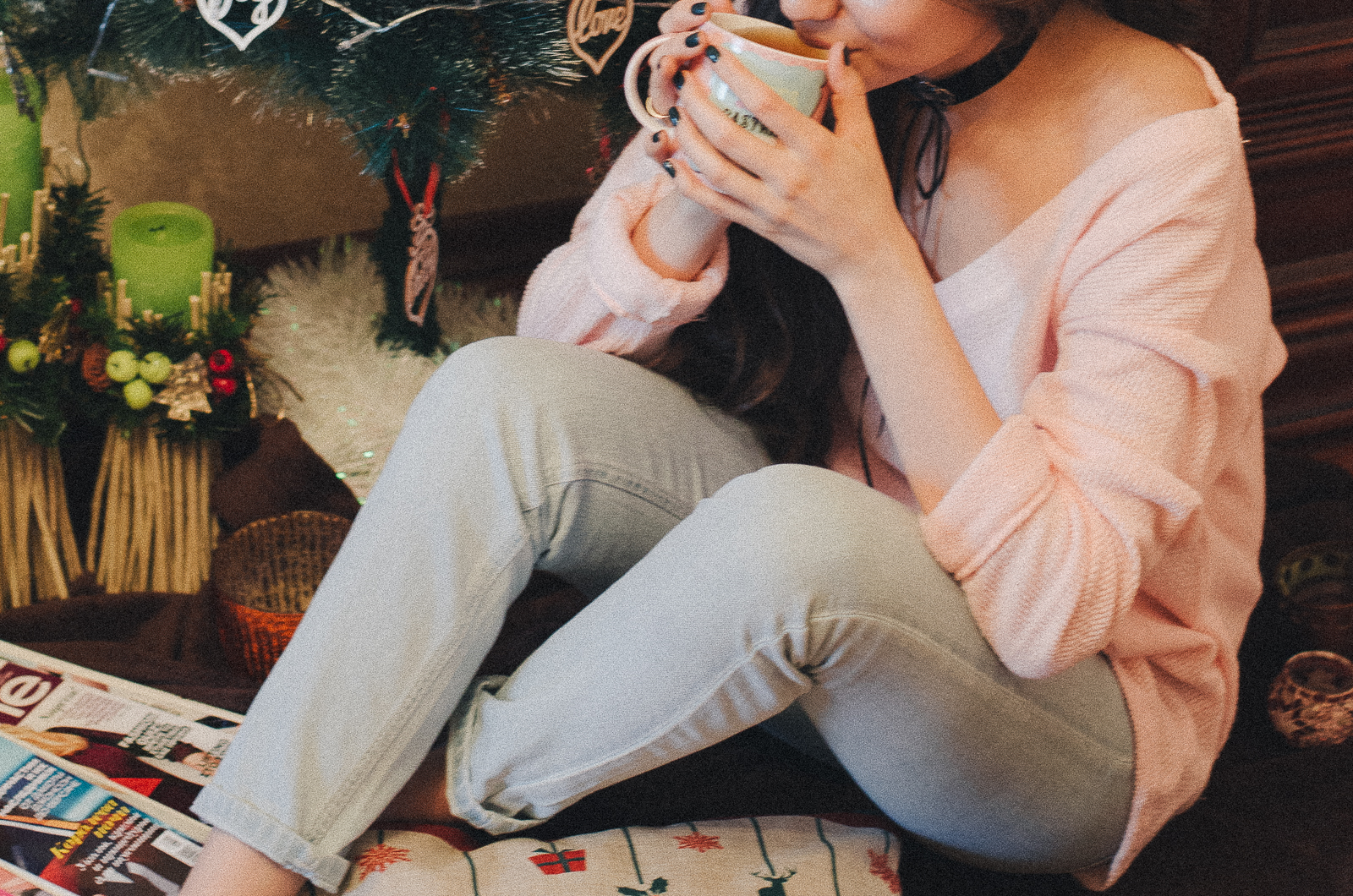 fashion blogger diyorasnotes festive mood pink jumper