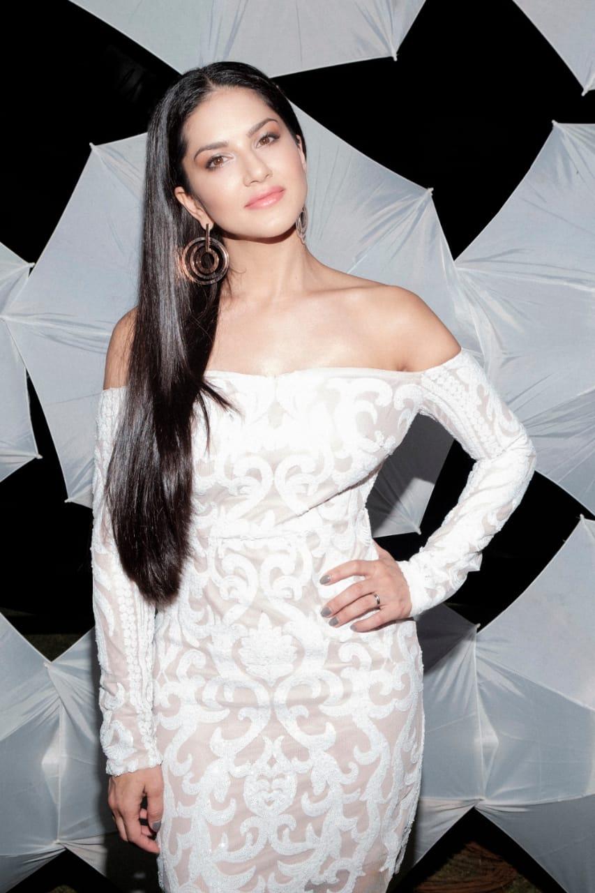 Actress SunnyLeone Latest HD Images