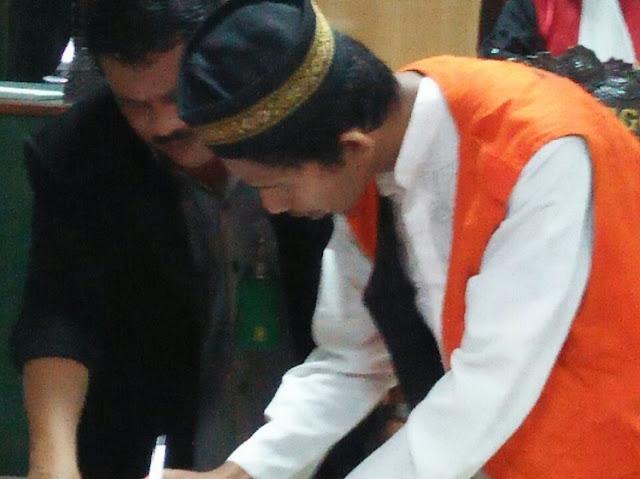 Luput dari Pemberitaan Penginjak Al Qur'an Itu Hanya Divonis 1 Tahun 6 Bulan Penjara