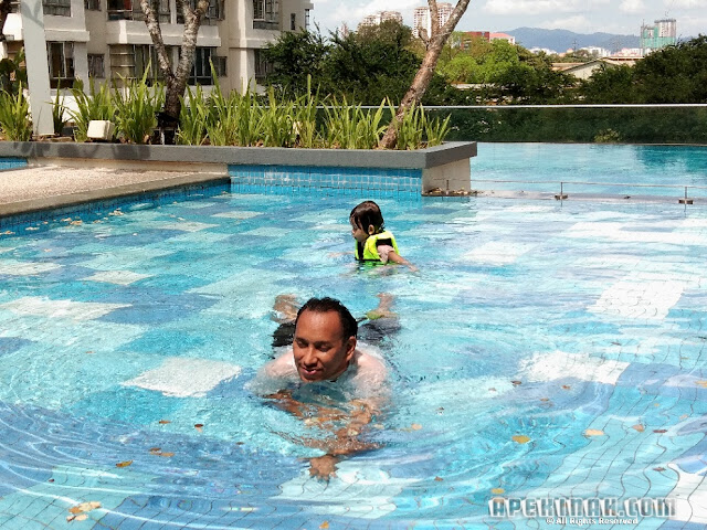 Bawak Thahirah Mandi Swimming Pool