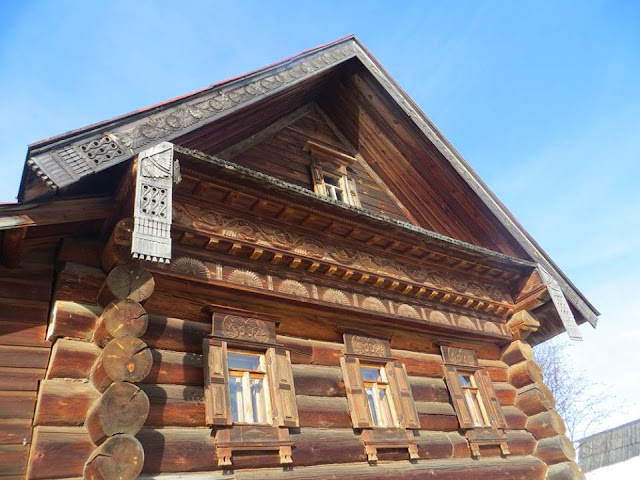 Suzdal wooden building
