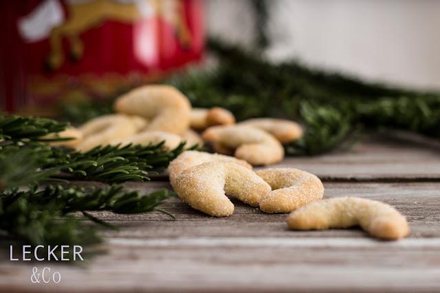 S, Lieblingsplätzchen, Kekse, Weihnachtskekse, Weihnachtsplätzchen, Weihnachten, Rezepte, Kekse, Rezept für Kekse, Christmas Cookies, Cookies, Foodblogger, Tina Kollmann, LECKER&Co, leckerundco, Lecker und co, Foodblog, Blog Rezept, Keks Rezept, Plätzchen Rezept, Christmasplätzchen, lecker, fein, leichtes Rezept, Zitronenplätzchen, Mamas Plätzchen, backen, Tchibo, Backen mit Tchibo, Vanille, Kipferl, Kipfel, Vanille kipferl, Kipferl mit Vanille, Bourbon Vanille, Kipferl Rezept, Vanillinzucker
