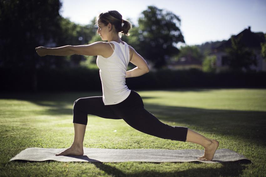 herabschauender hunde yoga asana