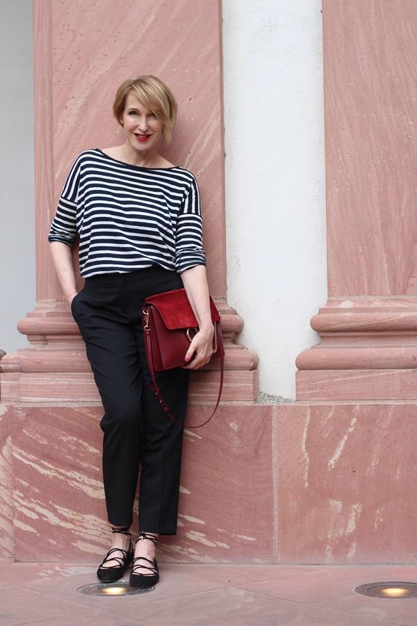 Streifenshirt zur klassischen schwarzen Hose