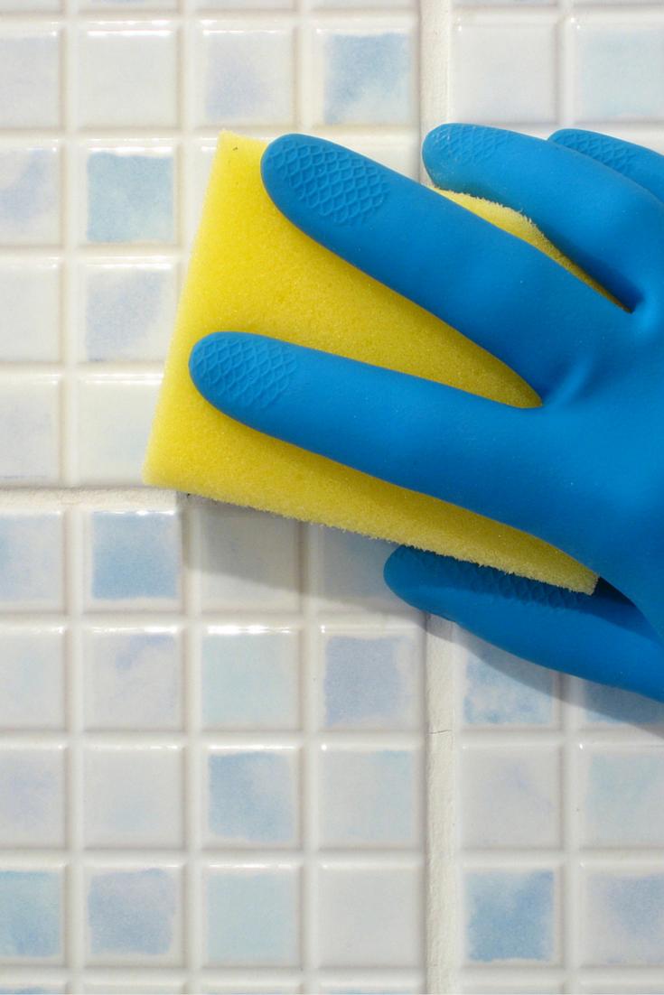 Hogar diez 3 trucos para limpiar las zonas de aguas de tu - Trucos para limpiar el bano ...