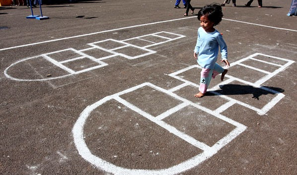 Perkembangan zaman ketika ini begitu pesat Permainan Tradisional Anak Indonesia Paling Populer