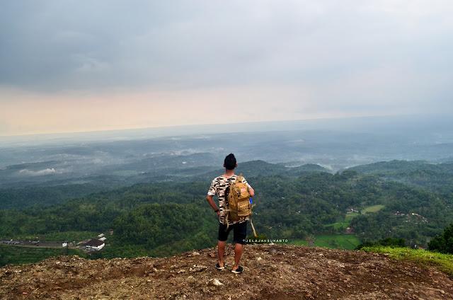 Memandang Semesta dari Puncak Gunung Api Purba Nglanggeran ©Jelajahsuwanto