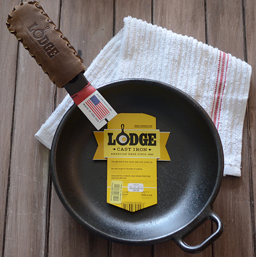 Lodge cast iron skillet model P10S3