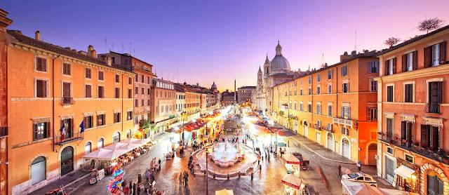 Curtindo a noite nas praças de Roma