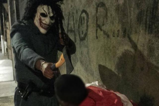 Corregedoria investiga foto em que suposto PM aponta machado contra jovem