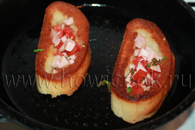 рецепт гренок с яйцом, колбасой и помидорами  с пошаговыми фото