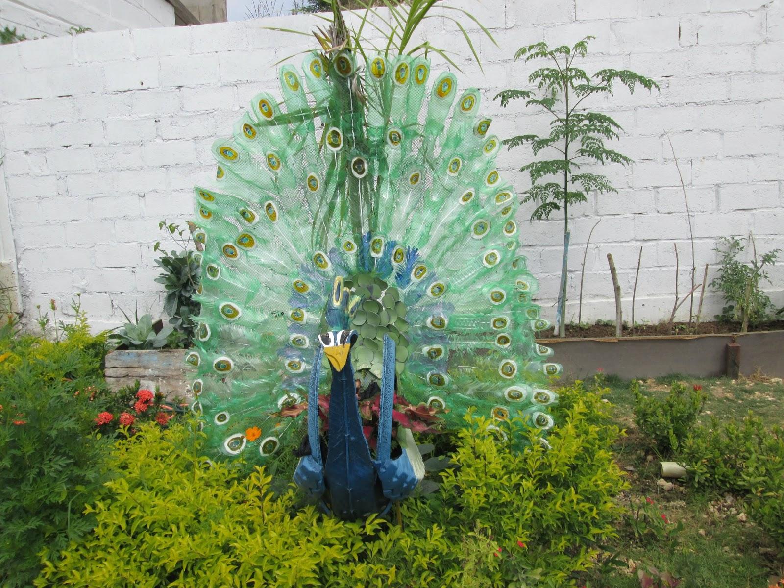 Adornos jardin reciclados great botellas recicladas with for Adornos jardin reciclados
