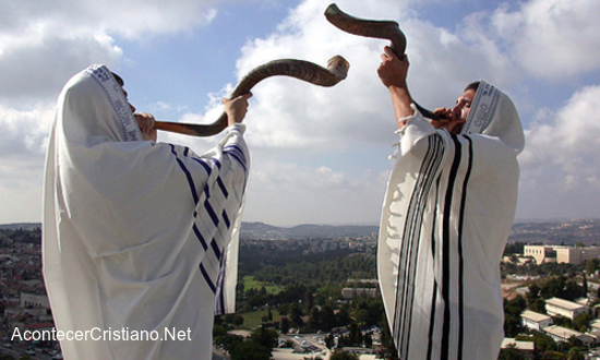 Rabinos cantan alabanzas al Mesías