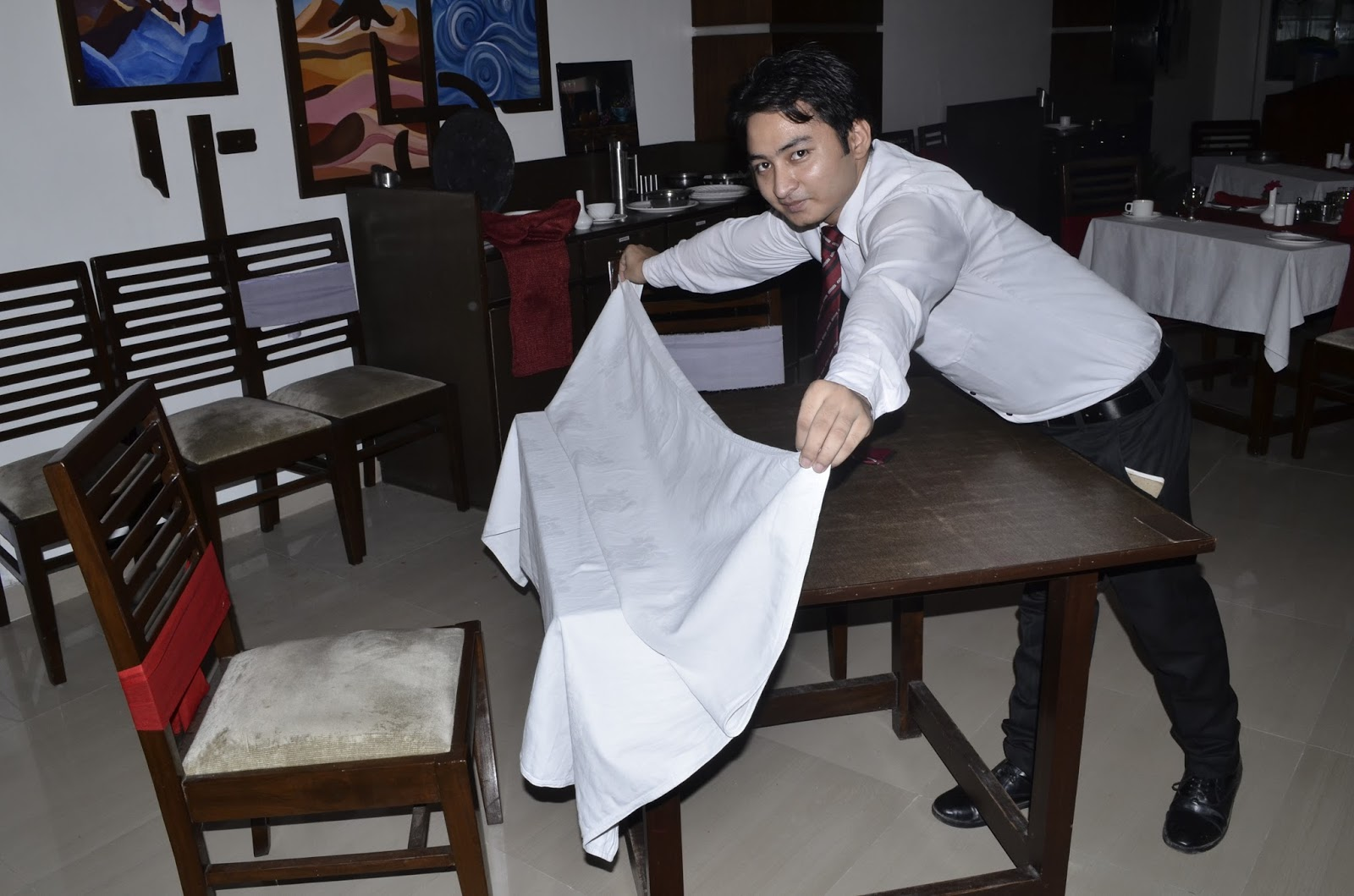 Table Cloth Laying