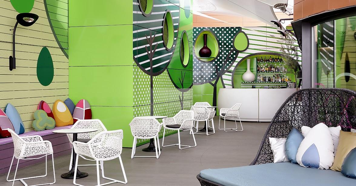 Marzua sky lounge indigo hotel un jard n urbano en el for El jardin urbano