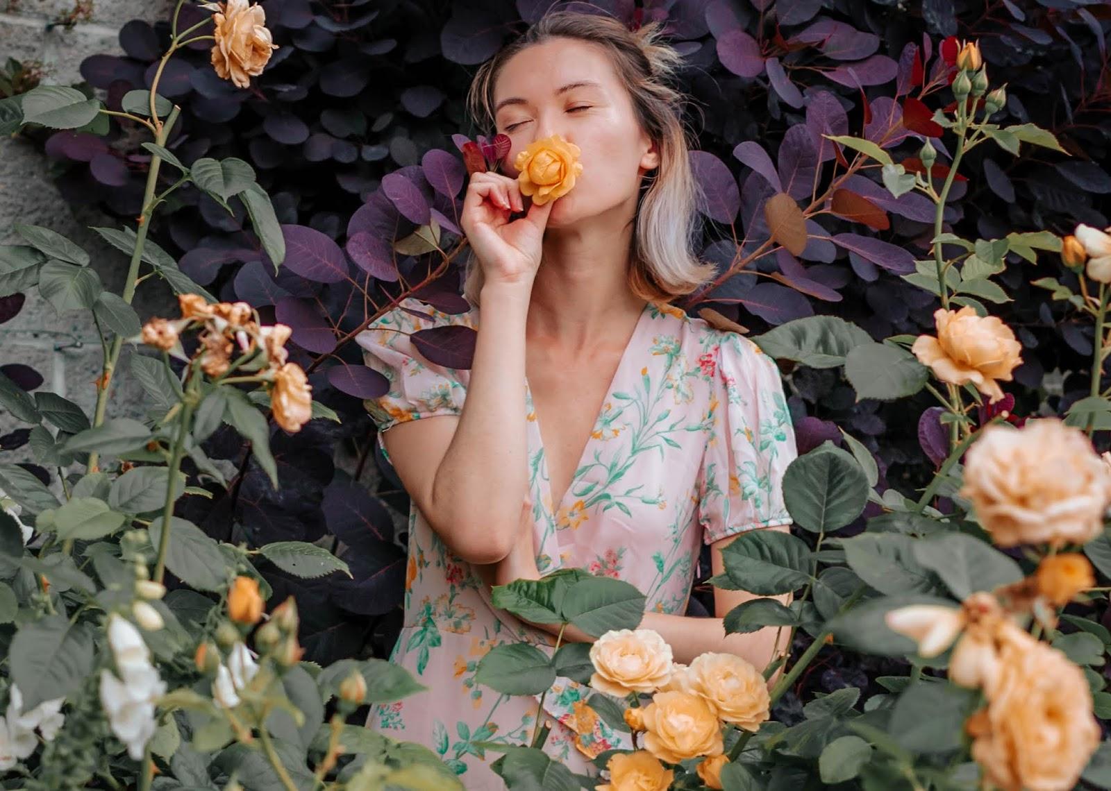 VanDusen Botanical Garden, Vancouver, boater hat, rattan purse, wicker purse, style blogger, travel style, travel blogger, things to do in vancouver, summer lookbook, fall lookbook, fall trends, canadian blogger, canadian fashion, nordstrom, zara fall 2018, roju store, urban outfitters, rose garden