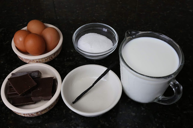 Ingredientes para flan de chocolate y vainilla