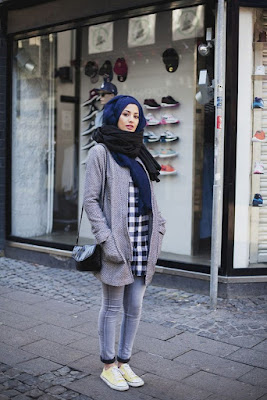 Trend fashion hijab dengan outwear