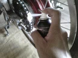 Cara melumasi rantai sepeda motor