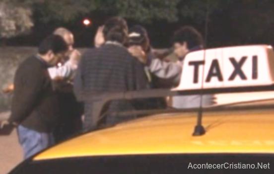 Taxistas cristianos orando
