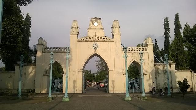 Jalan  jalan traveling backpaker ke Solo Jawa tengah