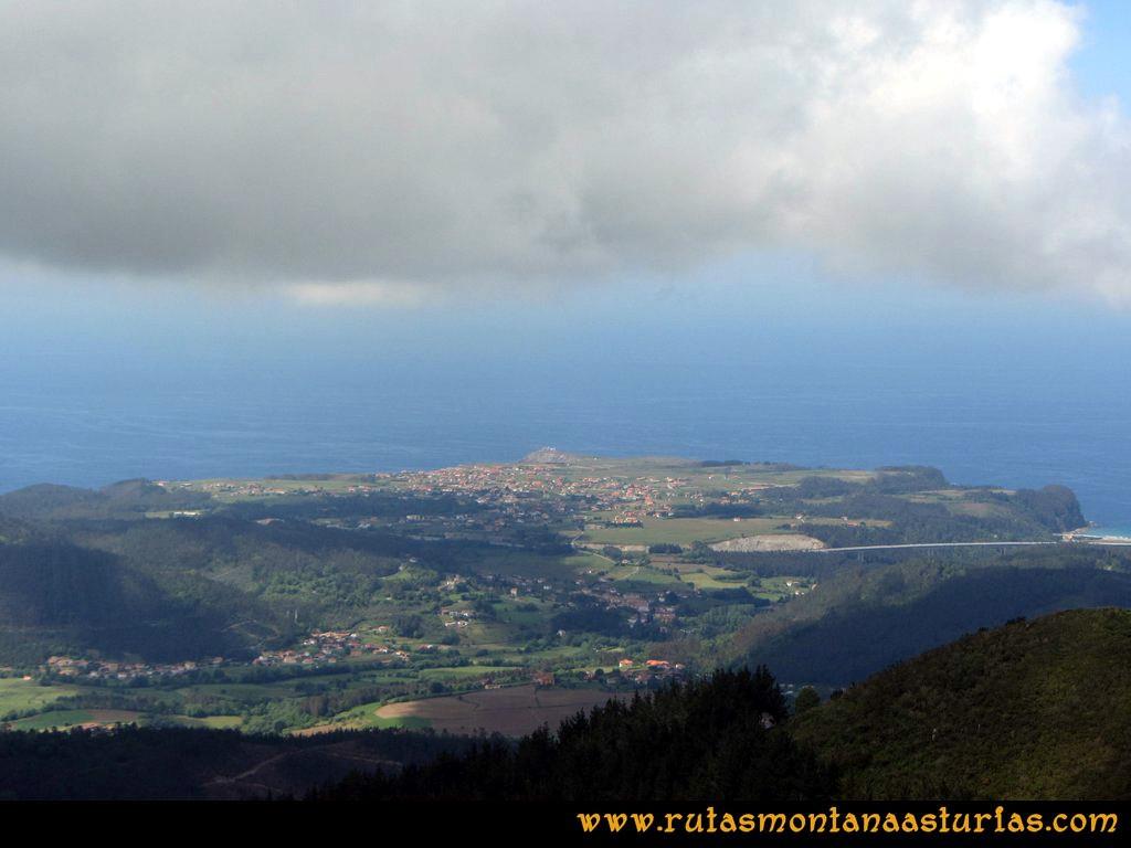 Ruta Llan de Cubel y Cueto: Vista del Faro Vidio y Oviñana