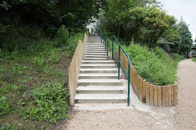Steps. Fun ways to workout. http://psychologyfoodandfitness.blogspot.co.uk/2016/08/fitness-fun-workouts-outside-gym.html