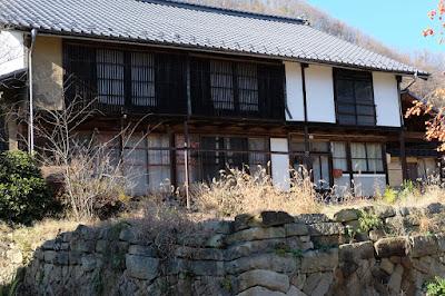古民家カフェ ひとつ石 母屋と石垣