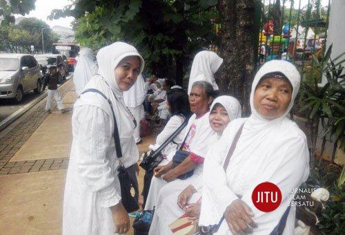 Merasa Dibohongi, Ibu-Ibu Ini Ungkapkan Kekecewaan Telah Datang Ke Parade Bhineka Tunggal Ika