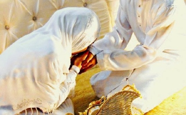 Tips membahagiakan suami istri memahami kekurangan dan kealpaan kaum muslimah, istri dan ibu dari anak kita dengan penuh pemaafan dan kelemah lembutan