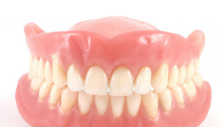 Macam-Macam Gigi Palsu yang Perlu Anda Tahu