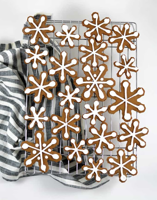 gingerbread cookie icing