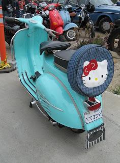 Gambar Motor Vespa Hello Kitty 8