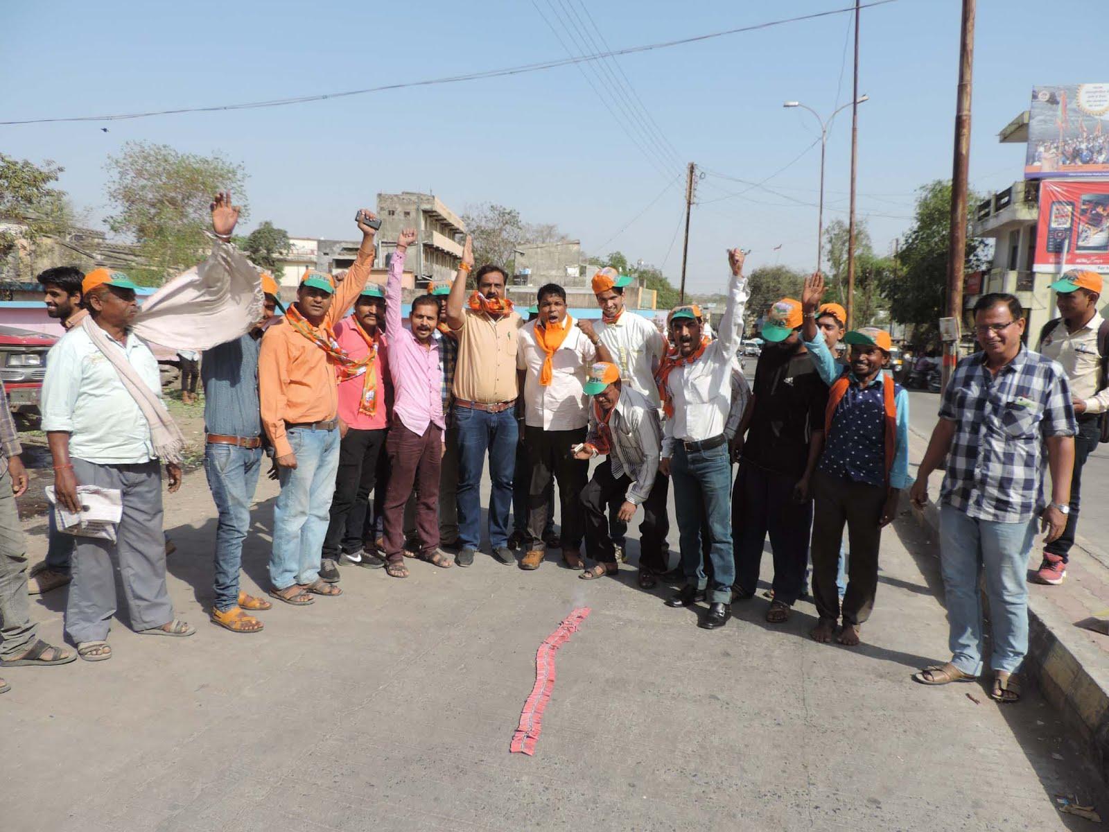 Nagar-Mandal-bjp-celebrated-triumphant-day-with-fireworks-नगर मंडल ने उत्साह एवं आतिशबाजी के साथ मनाया विजयोत्सव दिवस