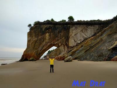 Tempat Menarik di Miri Tusan Cliff Bekenu Beach