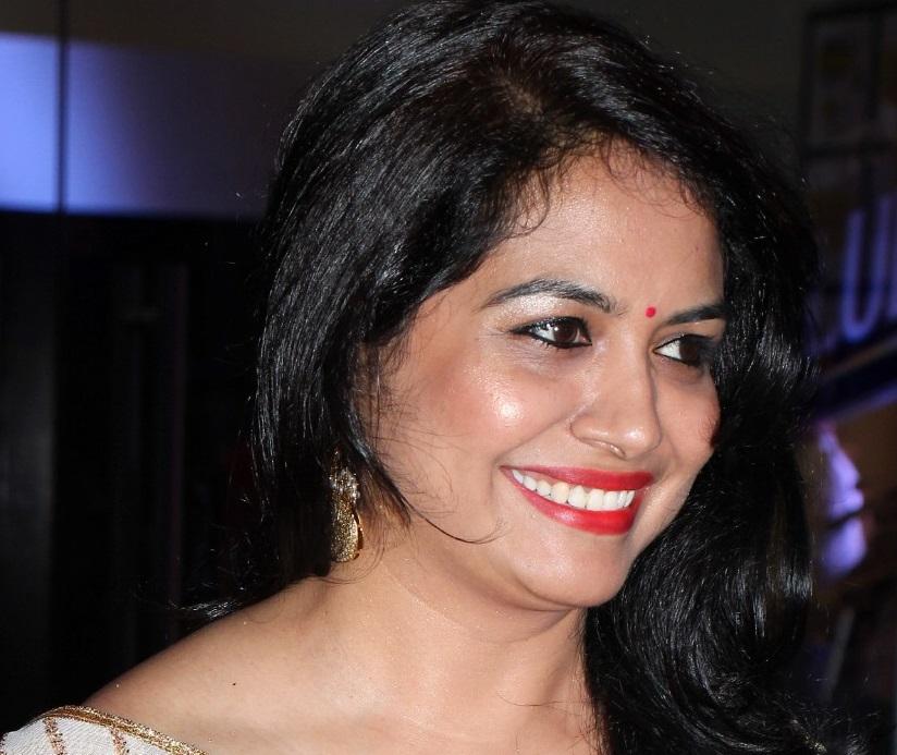 Sunitha Singer Cute Smiling Close Up Photos