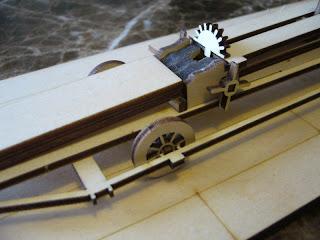 maqueta Revell de la ballesta gigante diseñada por Leonardo da Vinci
