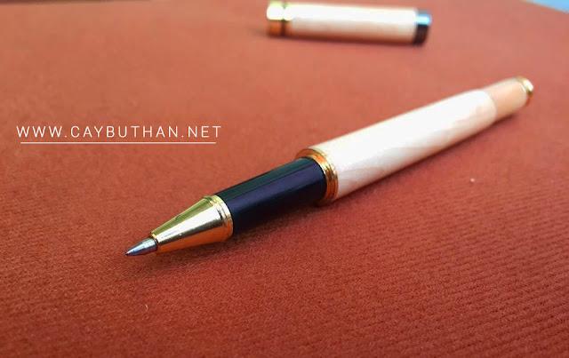 Chân bút gỗ vân trắng phối đen
